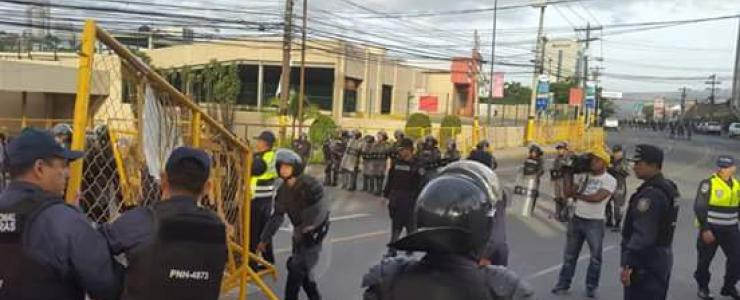 En medio de amenazas e intimidaciones militares, reubican a huelguistas