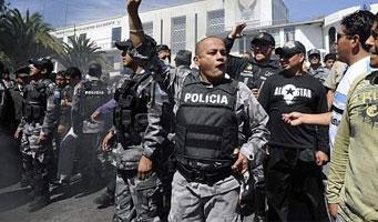 Policía reprime a manifestantes que intentan rescatar a Correa