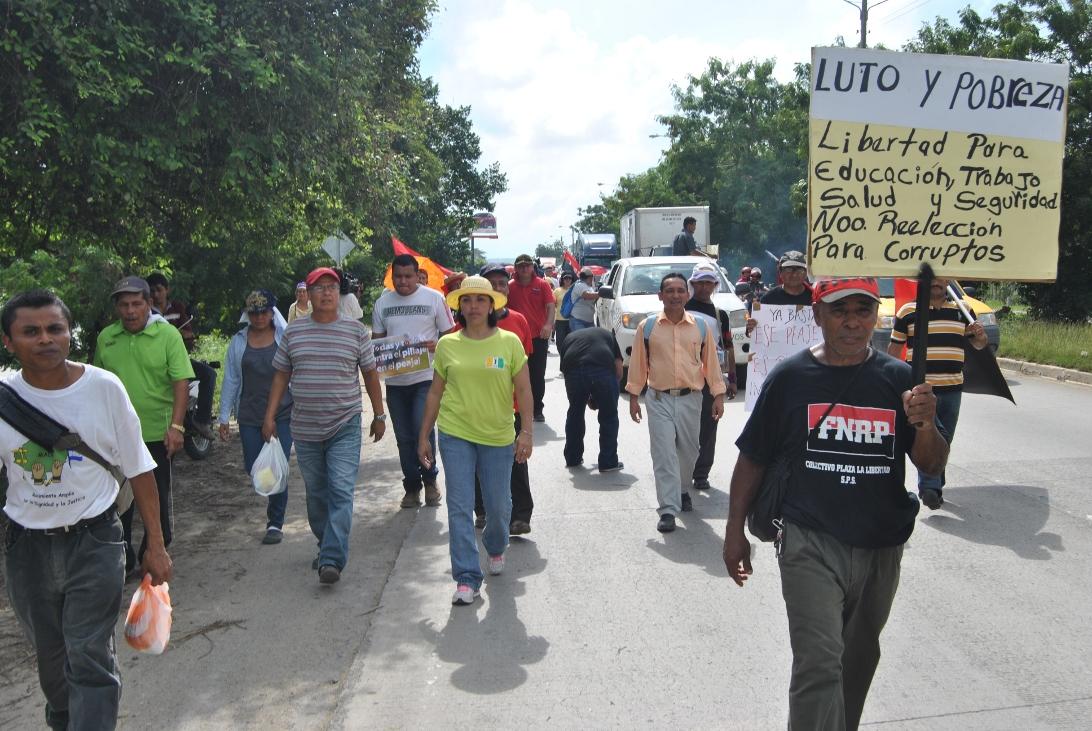 Caminata desde El Progreso hacia el peaje salida a La Lima