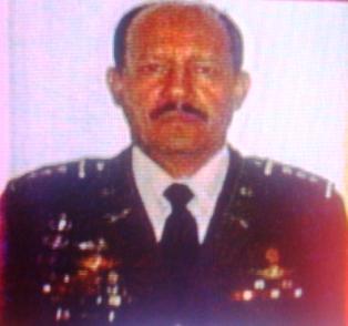 Coronel de FFAA amenaza a muerte con pistola en mano a periodista Esdras Amado López