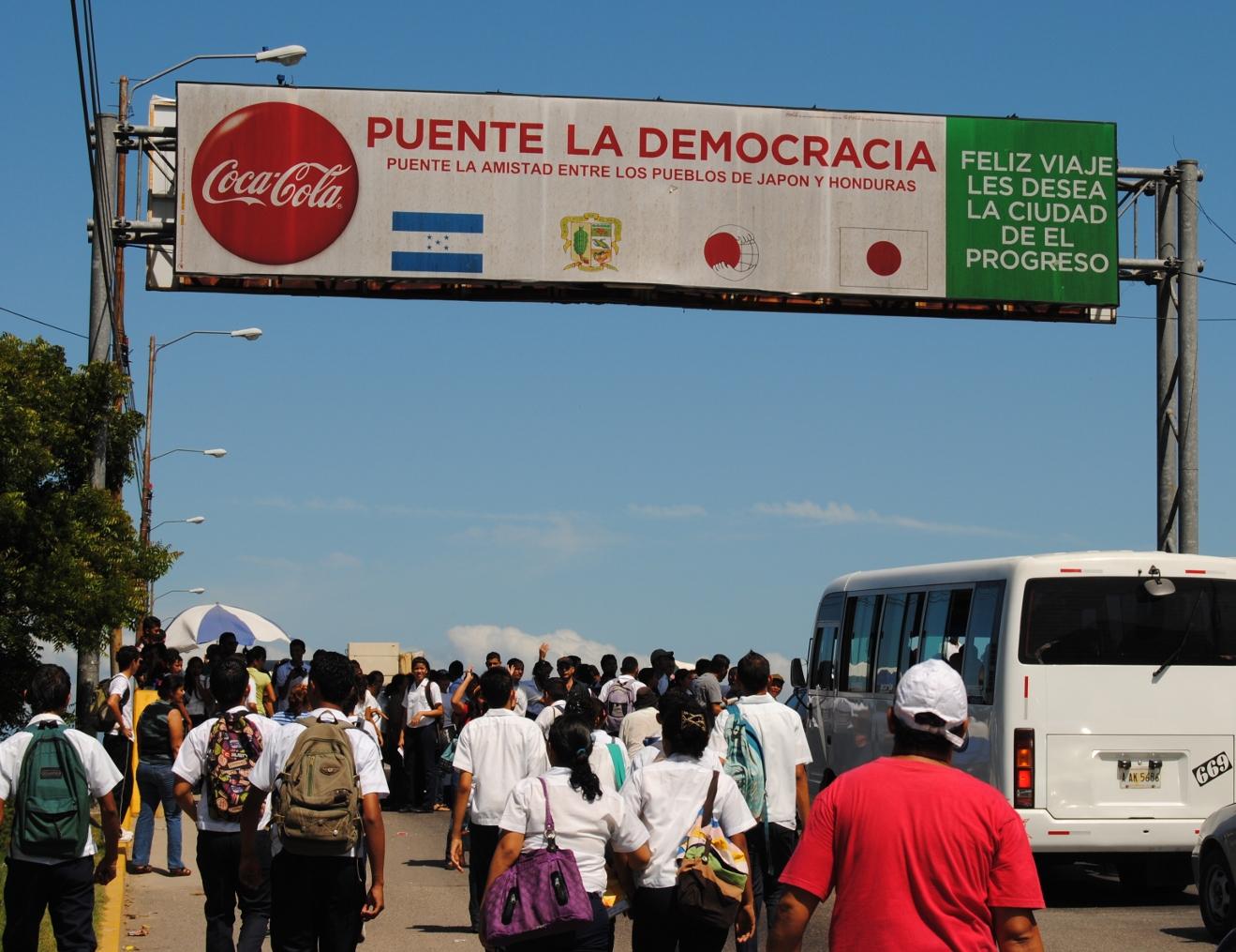 Policías desalojan violentamente toma de estudiantes en El Progreso, agreden a  jóvenes, docentes y periodistas