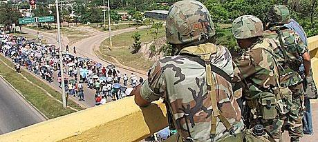 Utilizando armas de guerra: Policía y ejército hondureño reprime manifestación de maestros