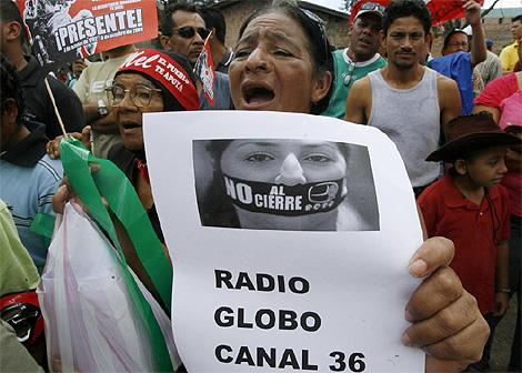 Denuncian ante Ministerio Público al régimen de facto por decreto de cierres de medios