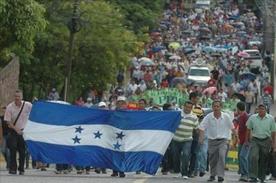 Protestan contra investidura de Juan Hernández como presidente
