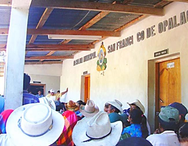 San Francisco de Opalaca: Consejo indígena Lenca instala corporación municipal y expulsa alcalde electo