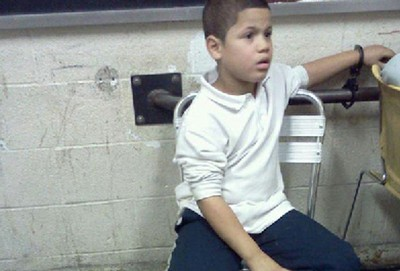 Niño de 7 años en EE.UU. fue esposado e interrogado durante 10 horas
